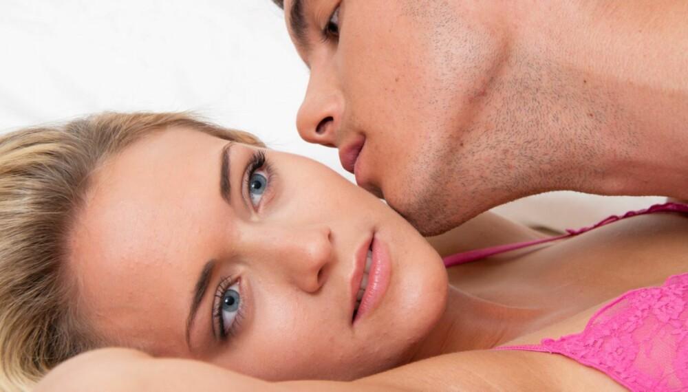 POSITIVT: De som tar seg tid til mer enn bare samleie, er mer sannsynlige til å synes vi har et tilfredsstillende sexliv. Men sexologen reagerer på at det fortsatt kalles «forspill».