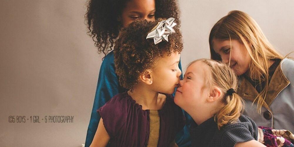 ad5f7b2a Noe av målet er å vise Downs-barn med andre barn.