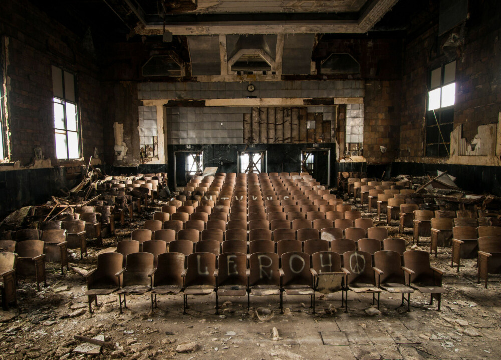 Det tomme auditoriet ved Larimer Elementary School i Pennsylvania.