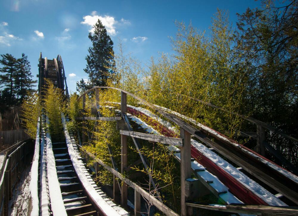 Den ødelagte og forlatte berg-og-dalbanen Big Dipper i Geauga Lake Amusement Park i Ohio.