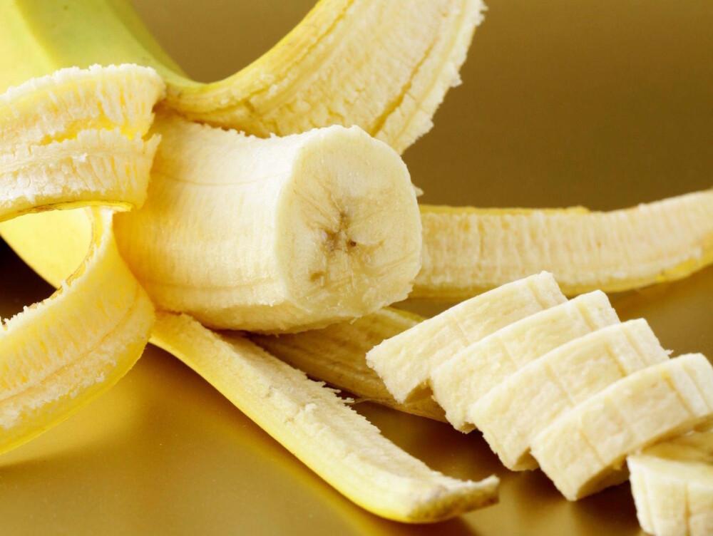 BANAN: Til tross for at den gule frukten bidrar med viktige næringsstoffer som kalium og vitamin B6, så mener ernæringsprofessor Birger Svihus at banan ikke er gunstig hvis du ønsker å gå ned i vekt på grunn av et høyt sukkerinnhold.