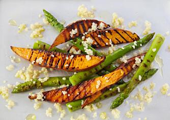 SØTPOTET FRIES: Bruk staver av den oransje søtpoteten til å lage digg pommes frites du kan nyte med god samvittighet.