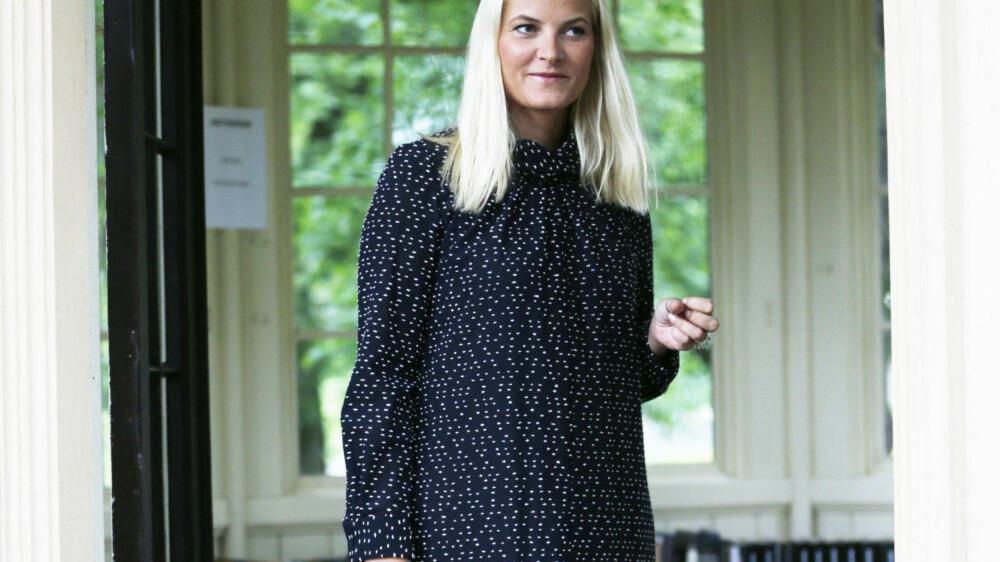 PÅKJØRT: Kronprinsesse Mette-Marit måtte tirsdag avlyse sitt program etter å ha blitt påkjørt.