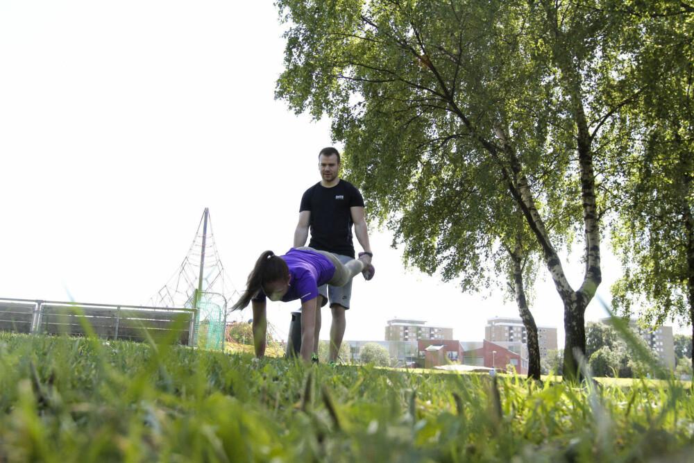 GAMMEL KLASSIKER: Mange kjenner kanskje igjen «trillebår»-øvelsen fra gymtimene på barne- og ungdomsskolen.