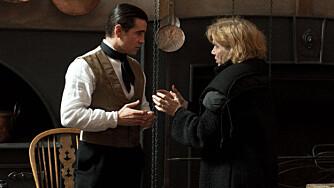 Liv Ullmann og Colin Farrell (John) på filmsettet.