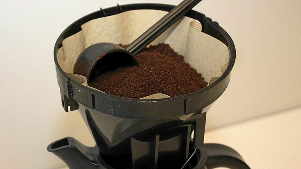 IKKE kast kaffegruten etter kaffen er klar. Den kan brukes til mye.