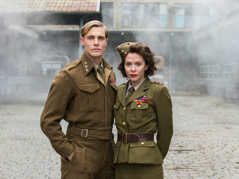 Espen Klouman-Høiner og Anna Friel som henholdsvis Leif Tronstad og kaptein Smith.