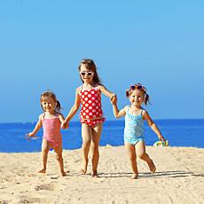 LYKKELIG: Lykke er noe du skaper selv, og ikke noe som kommer etter en fødsel. Et barn vil ikke øke lykkenivået, viser undersøkelse.