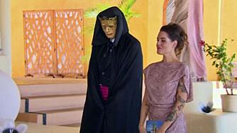 AVSLØRES I KVELD: Hvem er deltakeren som skjuler seg bak den svarte kappa og gullmaske?