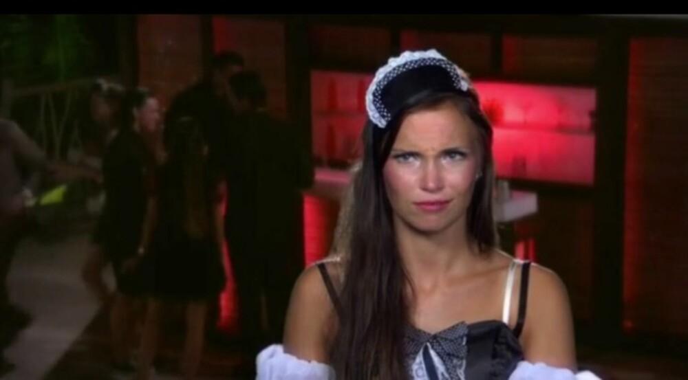 FORVIRRET: Emilie skjønner ikke greia med at ingen av guttene på hotellet vil kysse henne, og lurer på om det dreier seg om et hemmelig oppdrag.