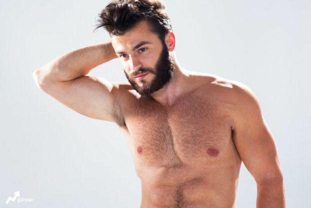 ITALIA: Italienske menn er ikke redd for å vise at de tar vare på utseendet, og går gjerne i skreddersydde dresser til hverdags. Foto: Eugene Lee Yang / Skjermdump Youtube