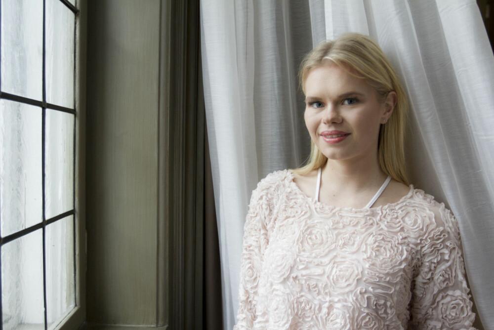 FIKK DOP I DRIKKEN PÅ BYEN: Julianne Nilsen ønsker nå å advare andre mot å la drikken sin stå ubevoktet.