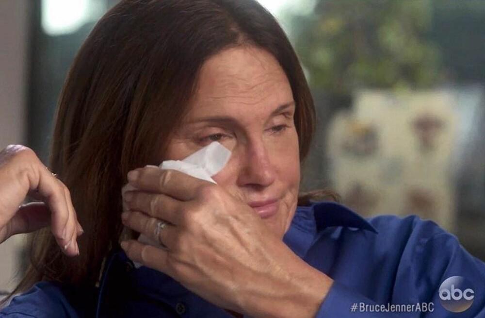 TÅREVÅTT: Emosjonene var mange da Bruce Jenner første gang pratet om kjønnsidentiteten tidligere i år. Foto: ABC