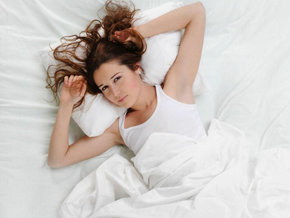 FÅR IKKE SOVE: Du føler deg trøtt, legger deg, men så blir du plutselig kjempevåken - irriterende ikke sant?