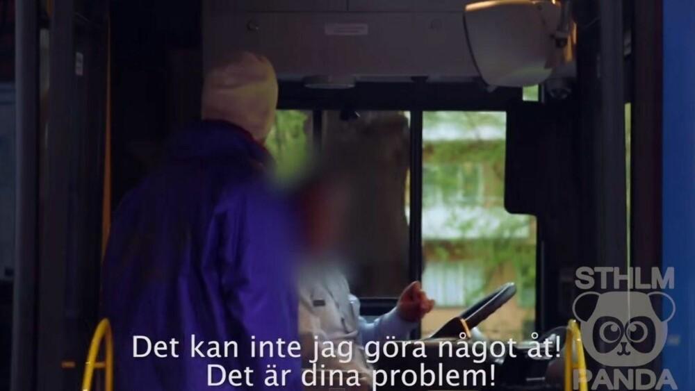 AVSLAG: Da Olle hadde på seg slitne klær, var tonen til bussjåføren en helt annen. Han kom ikke med en eneste buss. Foto: Youtube / Screengrab
