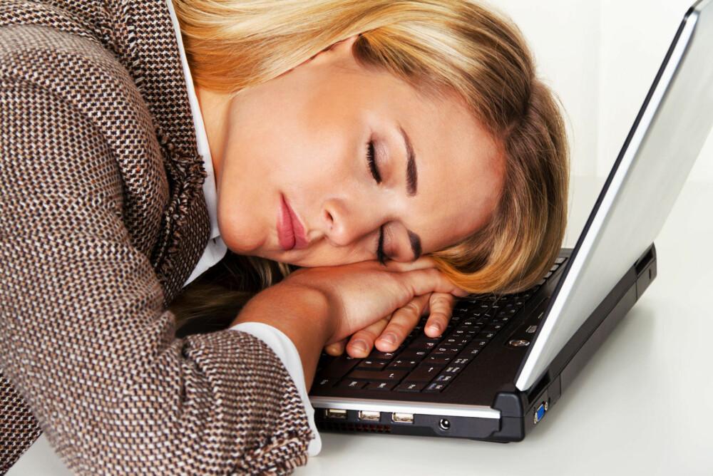 TRØTT: Noen dager er man så trøtt det virker umulig å holde seg våken. Men det finnes gode råd.