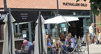 UTENFOR: Du må ikke gå inn i mathallen for å finne noe fristende. Det ligger en rekke gode restauranter på utsiden.