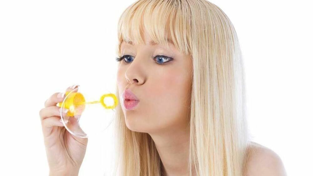 TULLETE? Å blåse noen såpebobler før sengetid kan være det som skal til, mener professor i nevrologi.