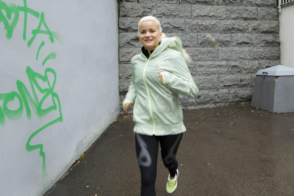 Sandra er like glad i å løpe, som å danse og trene thaiboksing.