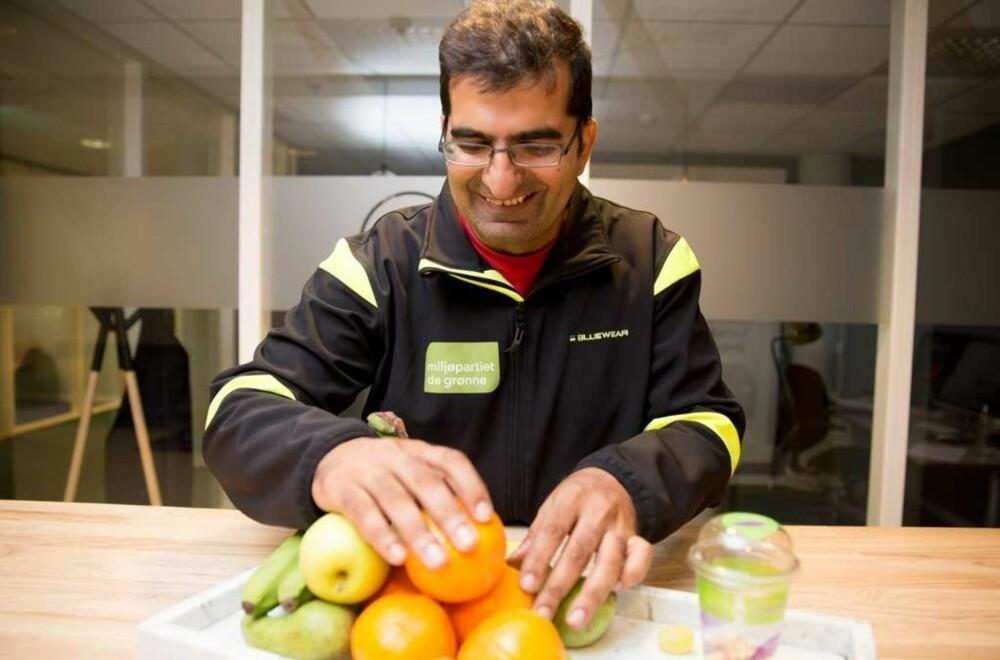 - Bare det å rotere frukten litt på fatet er en fin måte å unngå at den blir dårlig, sier Shoaib.