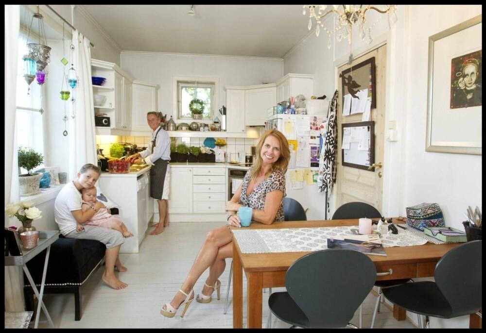 ELLEN ARNSTAD og Stein Støa bor i Ullevål Hageby med barna Alexander og Gabrielle Margrete. Her er de sammen på kjøkkenet i 2013.