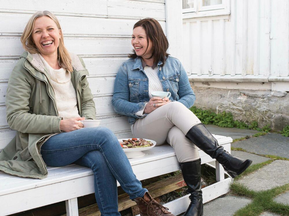 TAR BRØDET TILBAKE: Margit Vea og Margrete Ytreland Vistnes har laget en basis kokebok om brødskiva.