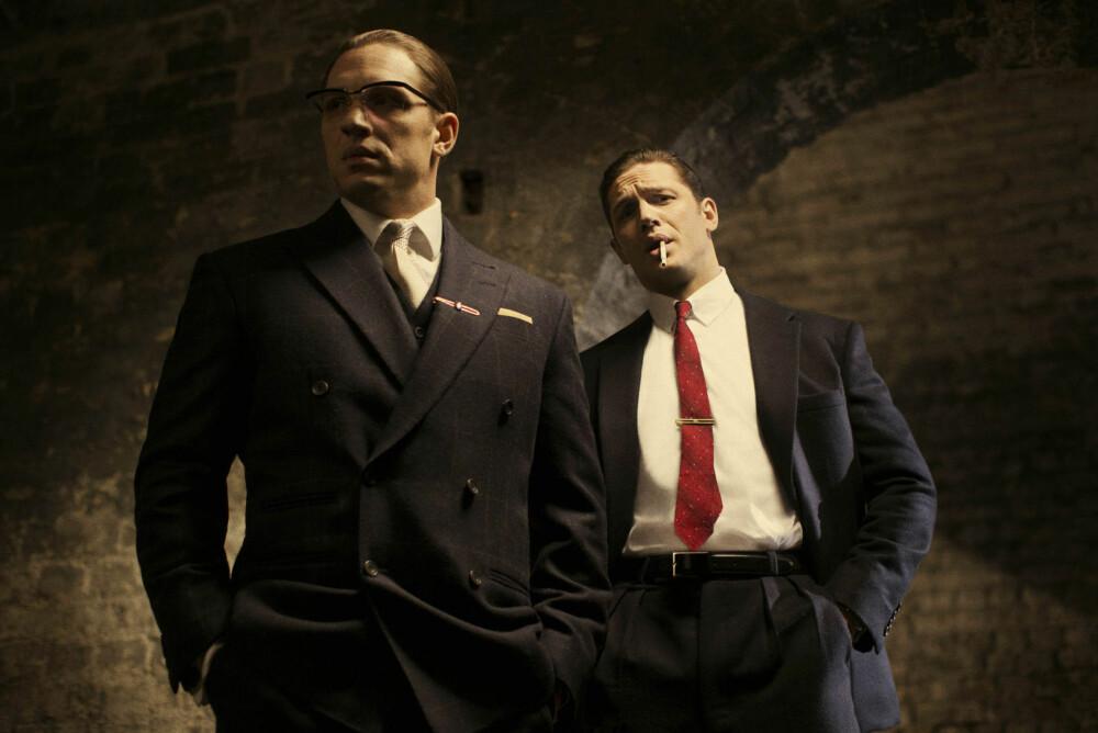 SPILLER BEGGE TO: Tom Hardy leverer en kraftprestasjon som brødrene Reggie og Ronald Kray.
