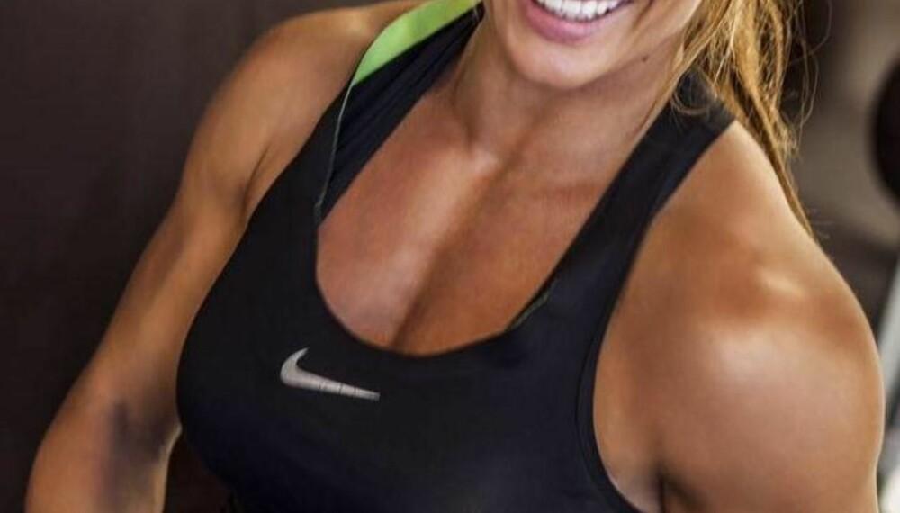 Lene Hansen driver med fitness og er performancecoach. «Av alt det fantastiske mellom himmel og jord, e det ingenting som e større enn å få bære frem et lite menneske», skrev hun på Facebook i fjor, i forbindesle med fødselsbildet.