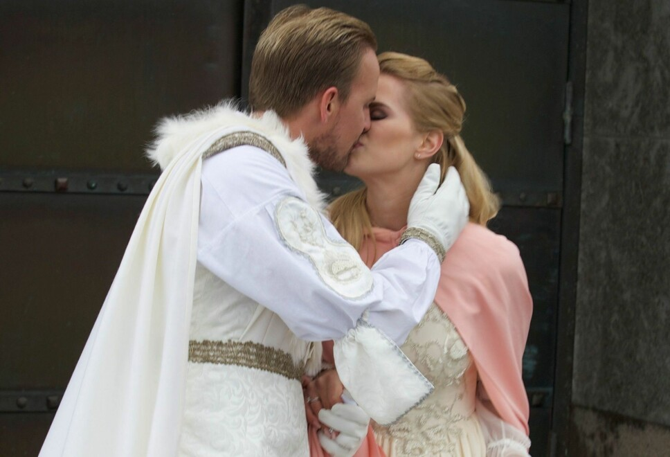 Julianne Nygård og Ulrik Kvalheim Nygård giftet seg i «Tre nøtter til Askepott»-stil.