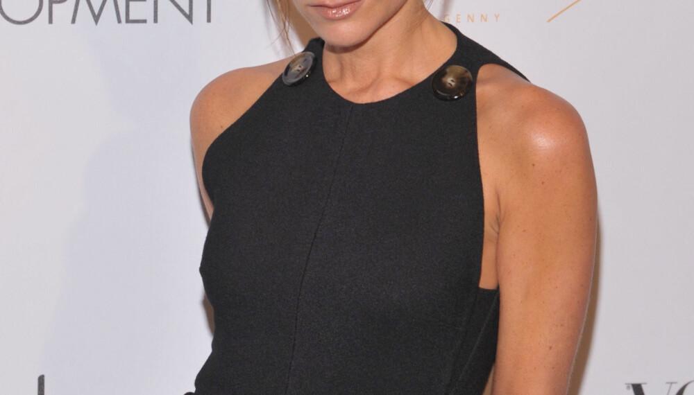 MOTEBEVISST: Victoria Beckham gjør det bra som motedesigner, men får kritikk for sin bruk av tynne modeller.