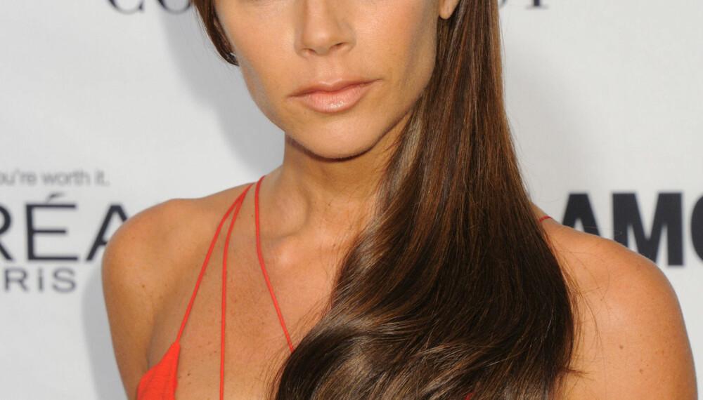 ALVORLIG: Victoria Beckham er ikke den som har det bredeste smilet når hun er på den røde løperen.
