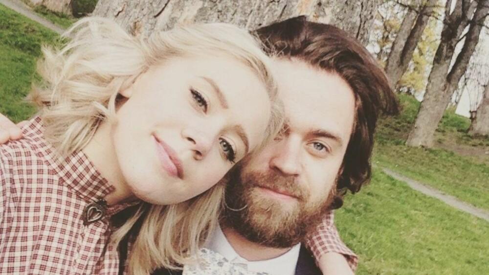 Kjæresteparet Josefine Frida Pettersen og Torstein Hågård Bakke har vært sammen i to og et halvt år.