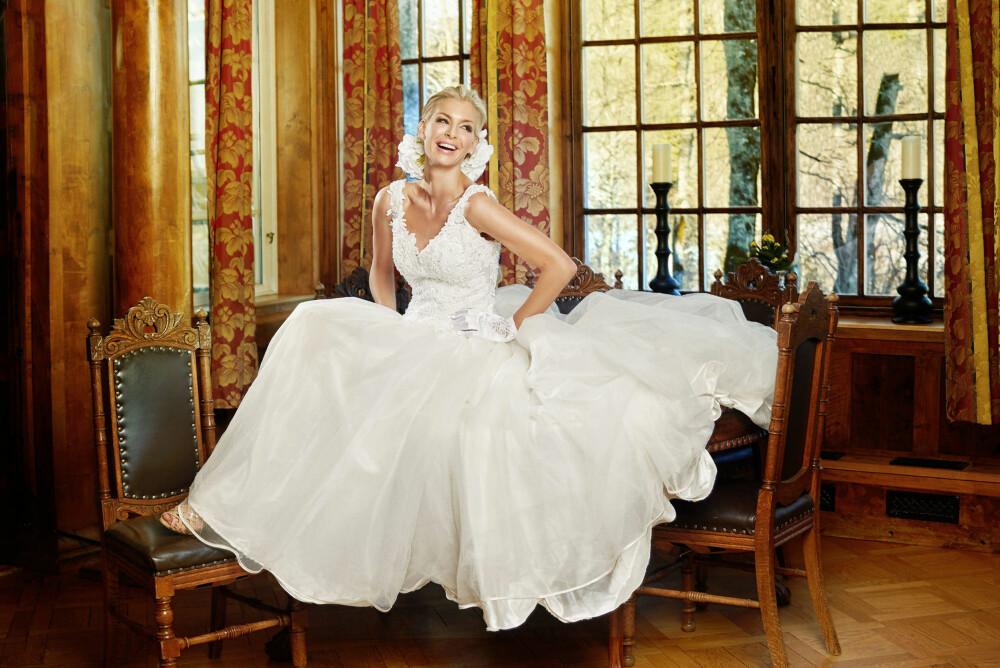 a510ee09 Kathrine Sørland fotografert på Losby gods for Fretexmagasin. Denne  brudekjolen koster 899 kroner.