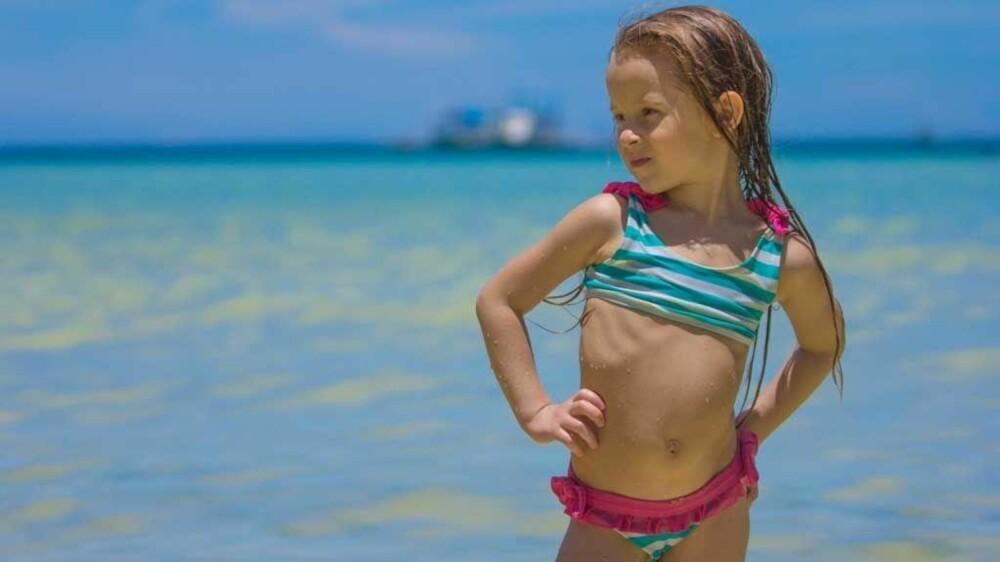 1f20fc87d Vi seksualiserer barnekroppen når vi dekker til små barn på stranda ...
