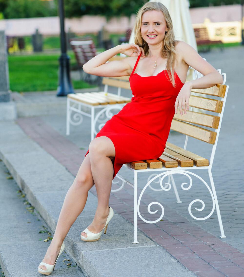 132f93ae GAMMEL ETIKETTE: I gamle dager mente man at rød kjole signaliserte at du  hadde ligget