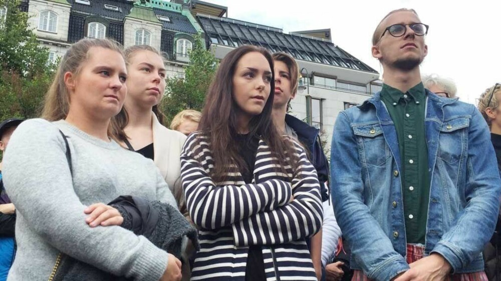Andrea Voldum under demonstrasjonen for rettssikkerhet for kvinner utenfor Stortinget.