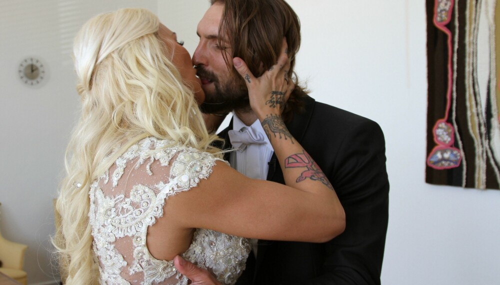 TRYKK FOR STØRRE BILDE. Maria Høili og ektemannen Edvard Erken klinte til etter å ha gitt hverandre sitt ja.