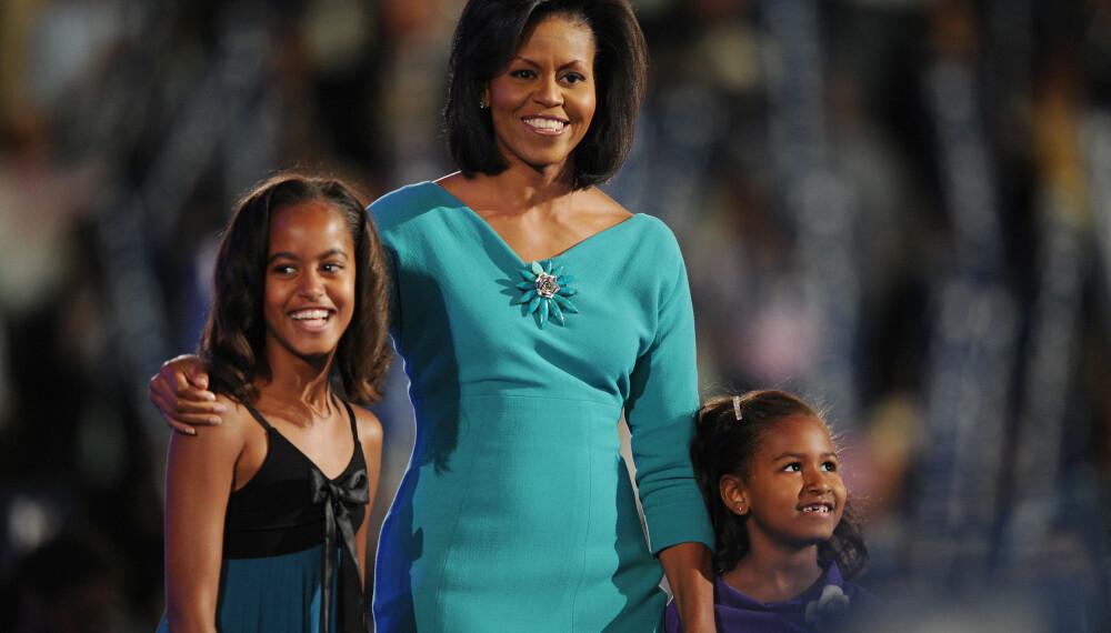 Michelle Obama og døtrene i 2008 da Barack Obama fremdeles var presidentkandidat.