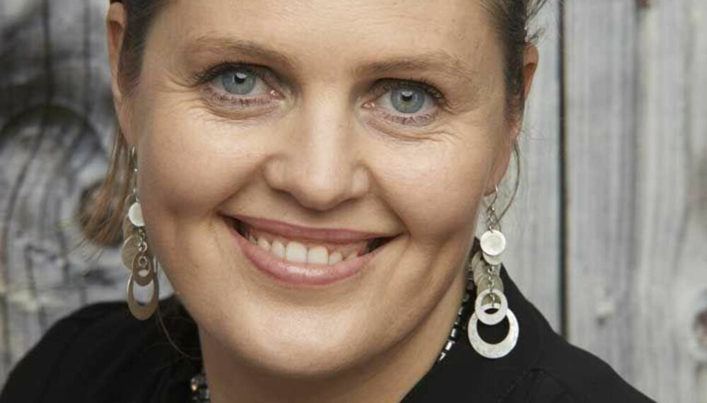 Relasjonsterapeut Dora Thorhalsdottir sier at mange barnehageansatte melder om en økende andel ettergivende foreldre.