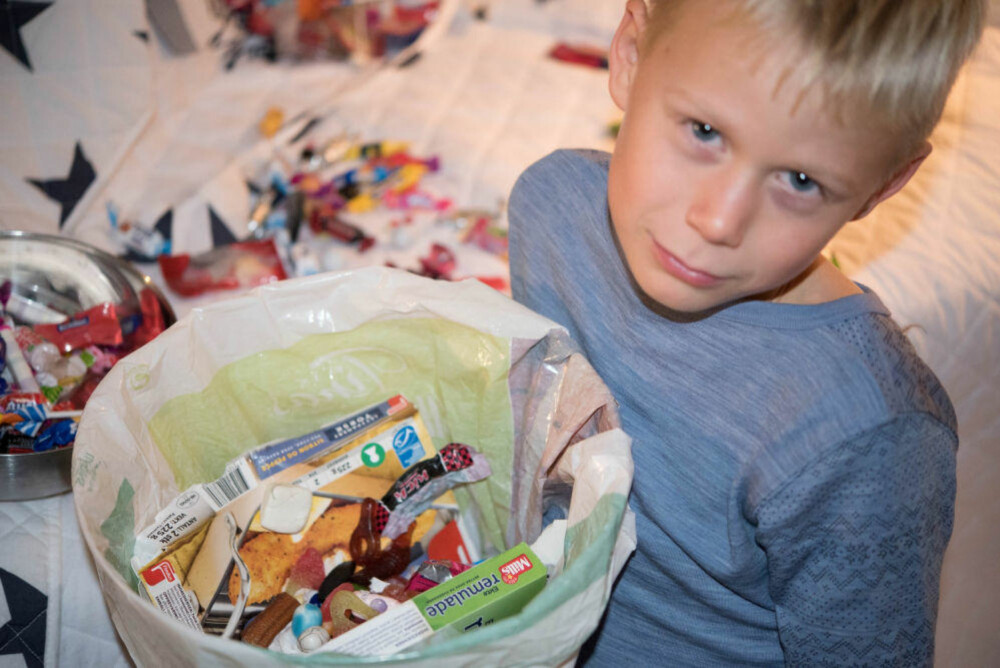 Noen mente Anne Brith både var en dårlig mor og hysterisk da hun og sønnen kastet Halloween-godteriet i søpla.