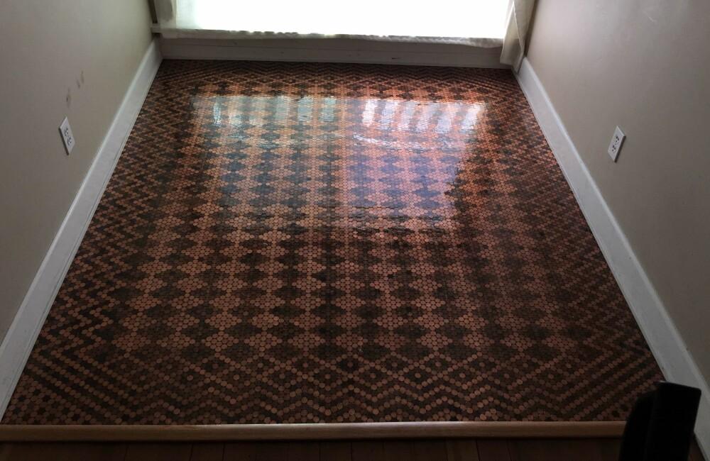 Et gulv bestående av 15.000 mynter.