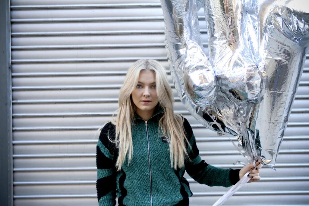 Astrid Smeplass sier at hun trives som singel og ikke har tid til kjæreste.