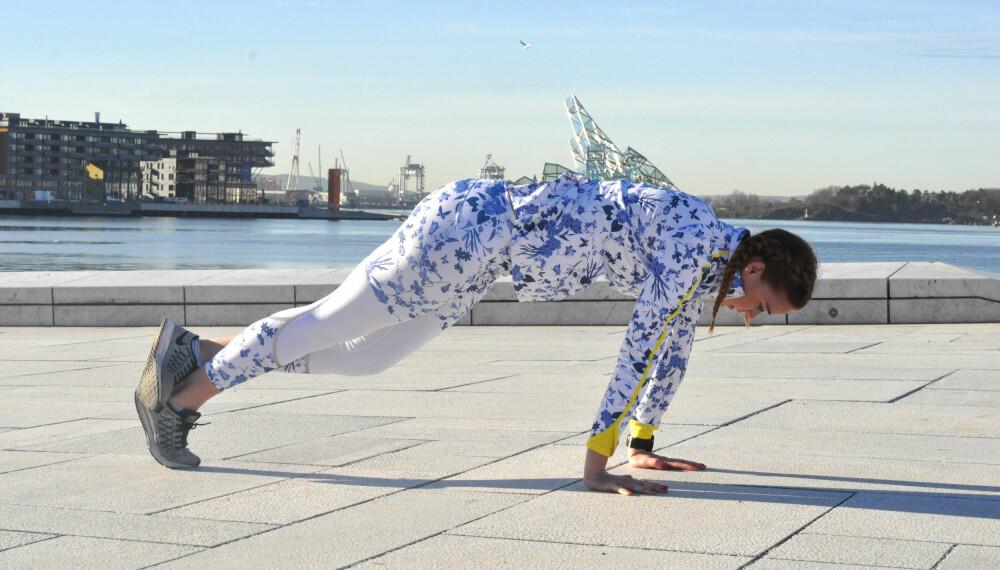 Øvelse 2: Leggstrekk kombinert med planke