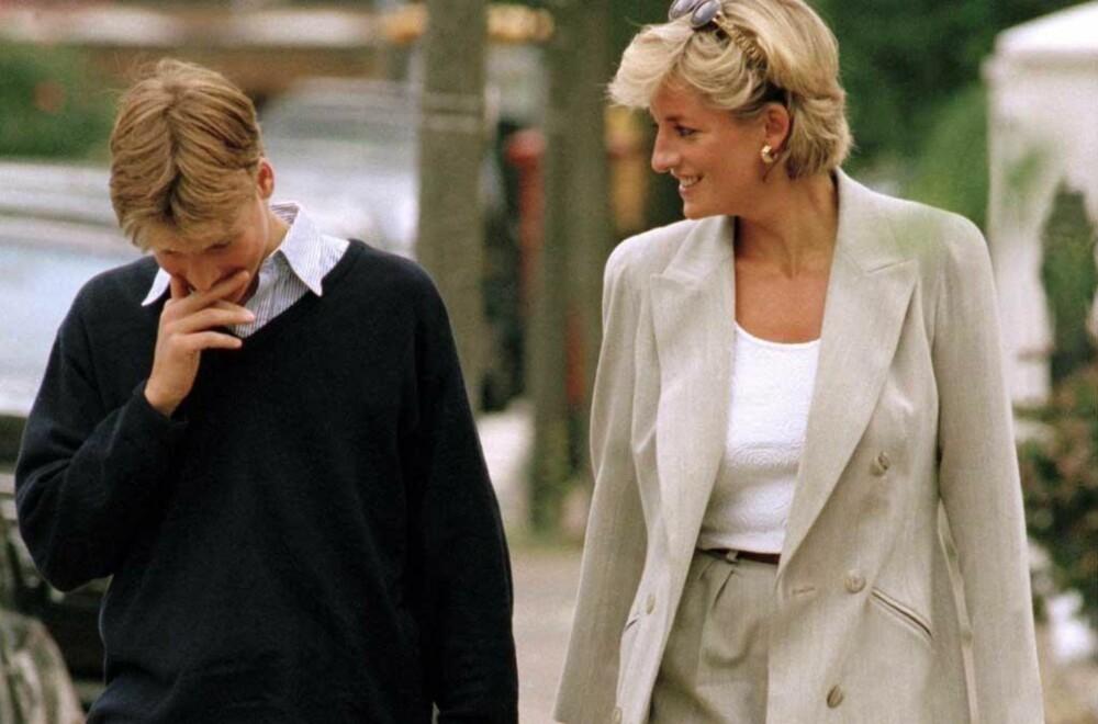 Prins William sammen med mamma Diana i 1997. Samme året hun døde i en bilulykke i Paris.