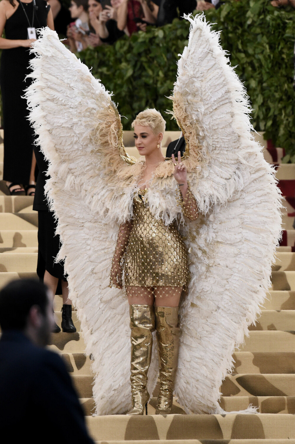 Katy Perry under Met-gallaen 2018. Temaet for årets galla er «Heavenly Bodies: Fashion & the Catholic Imagination».