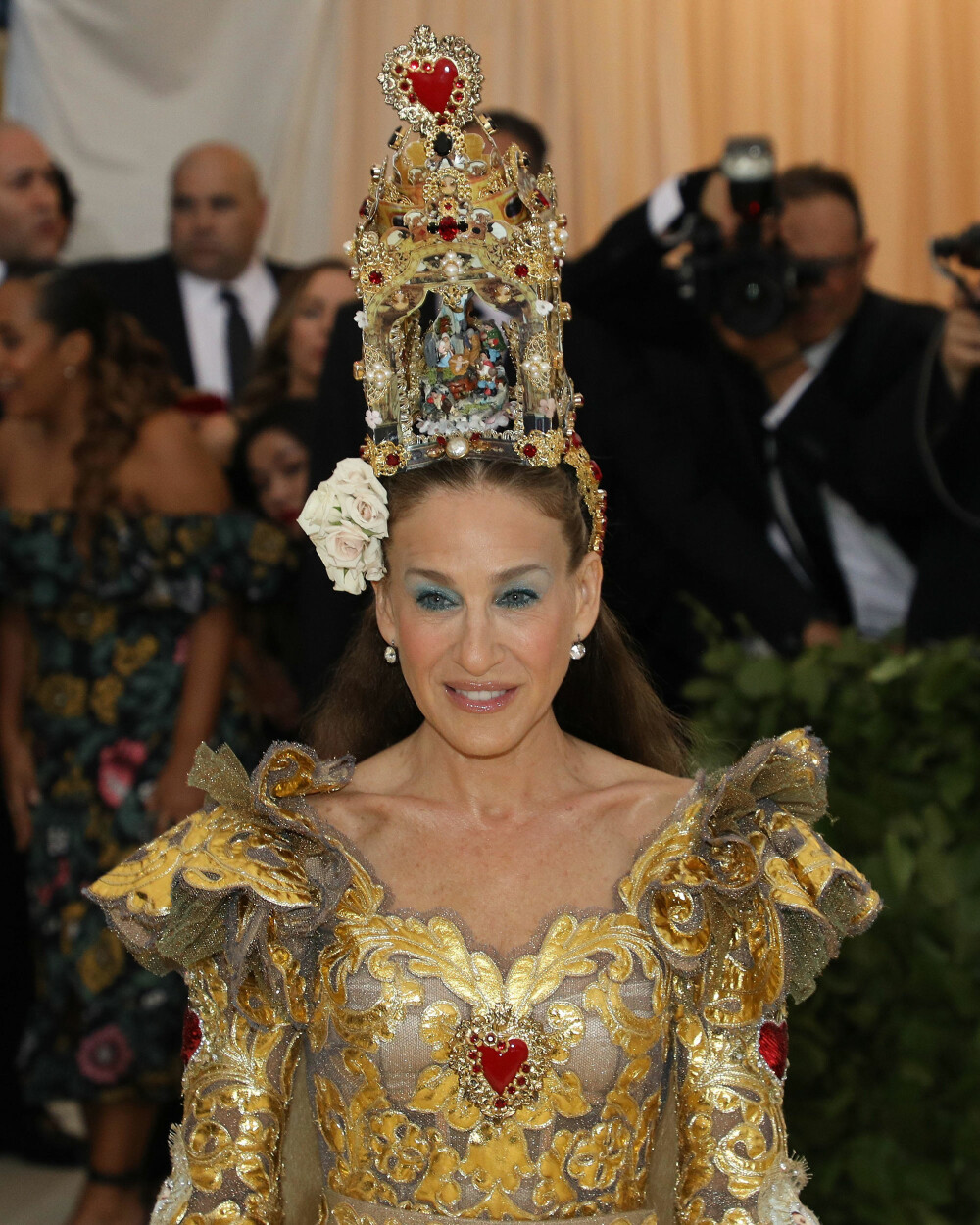 Sarah Jessica Parker under Met-gallaen 2018. Temaet for årets galla er «Heavenly Bodies: Fashion & the Catholic Imagination».