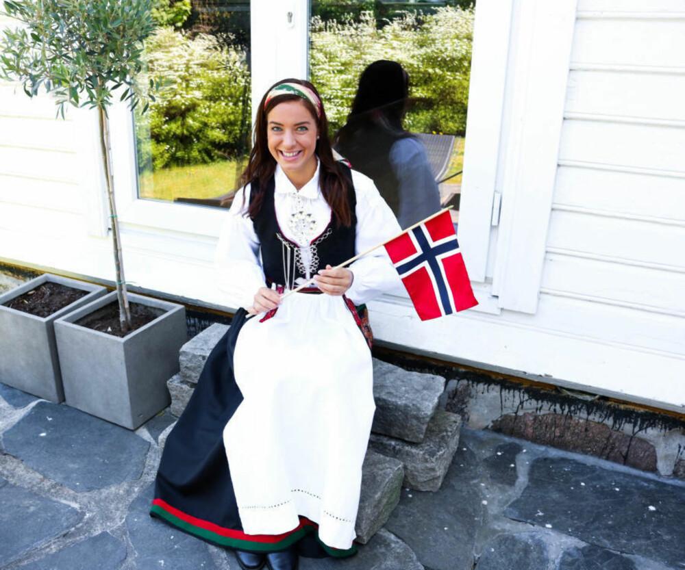 Maren Erdvik i Vest-Agderbunad.
