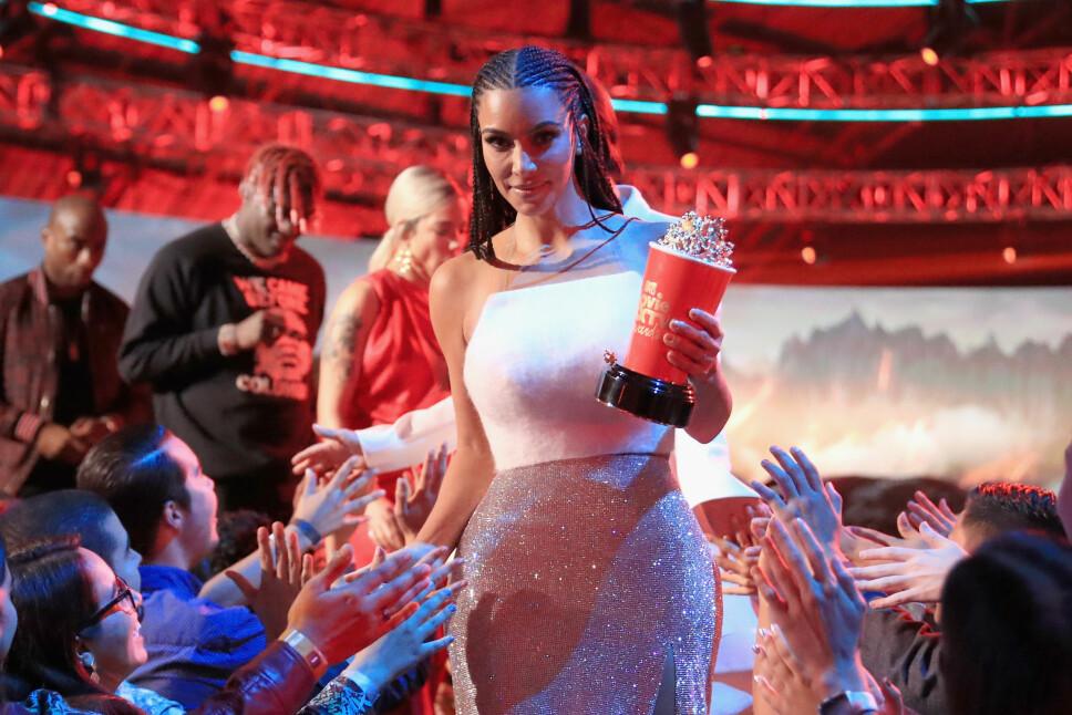 SUKSESSFULL TV-SERIE: Kim Kardashian mottar prisen for beste realityserie under MTV Movie And TV Awards tidligere i år. Keeping Up With The Kardashians, serien som følger familiens profesjonelle og private liv, har gått på TV siden 2007.