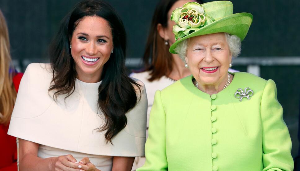 FØRSTE OPPDRAG MED DRONNINGEN: Meghan og dronning Elizabeth kommer godt overens. Bildet er fra deres første offisielle oppdrag sammen uten at Harry var med.