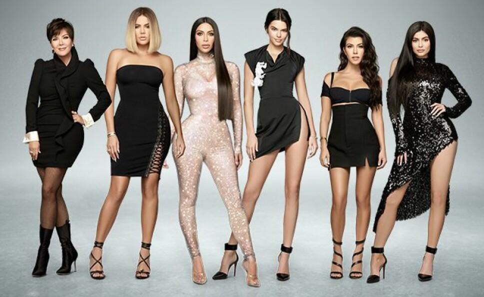 HVA STEMMER IKKE? Noe ved dette promobildet fa Keeping Up With The Kardashians stemmer ikke med virkeligheten. Klarer du å se hva?